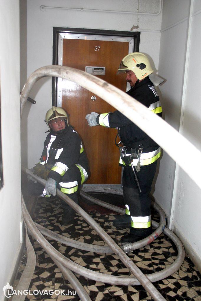 Konyhatűz egy hetedik emeleti lakásban Budapesten