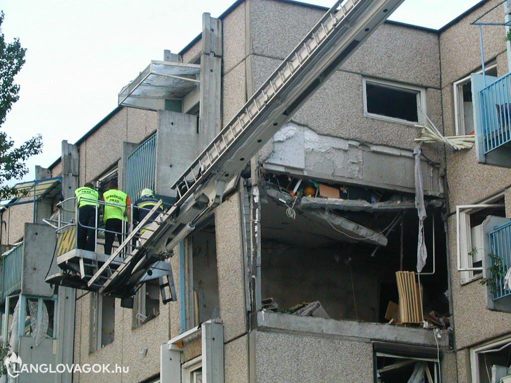 Panelház oldala robbant ki Budapesten