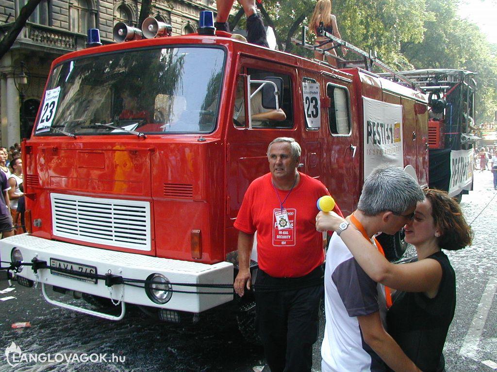 Tûzoltóautó a Budapest Parádén
