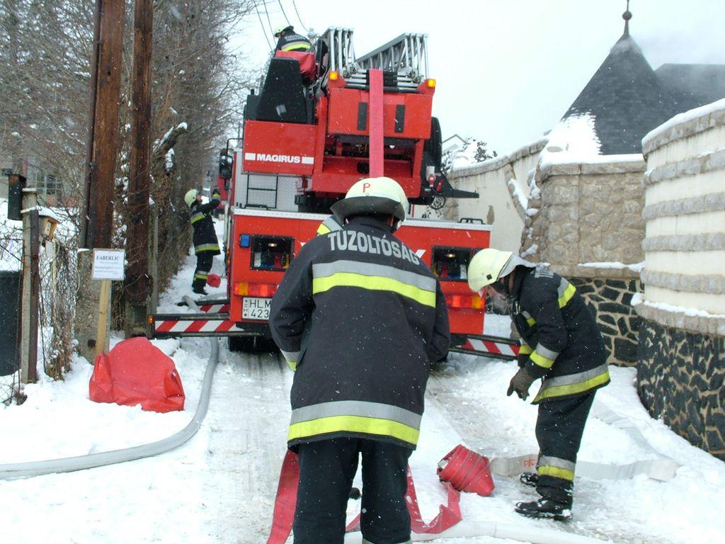 Füsttel telítődött egy családi ház Pécsen