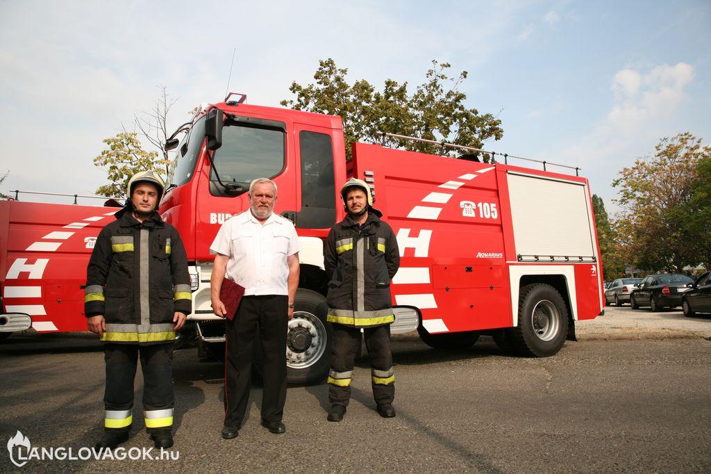 Vízszállító gépjárműveket adtak át az Országos Katasztófavédelmi Főigazgatóságon Budapesten