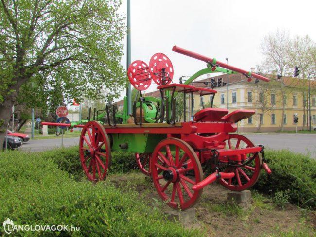 Kocsifecskendő a tűzoltólaktanya előtt Gyulán (Fotó: Viczéna Gyula)