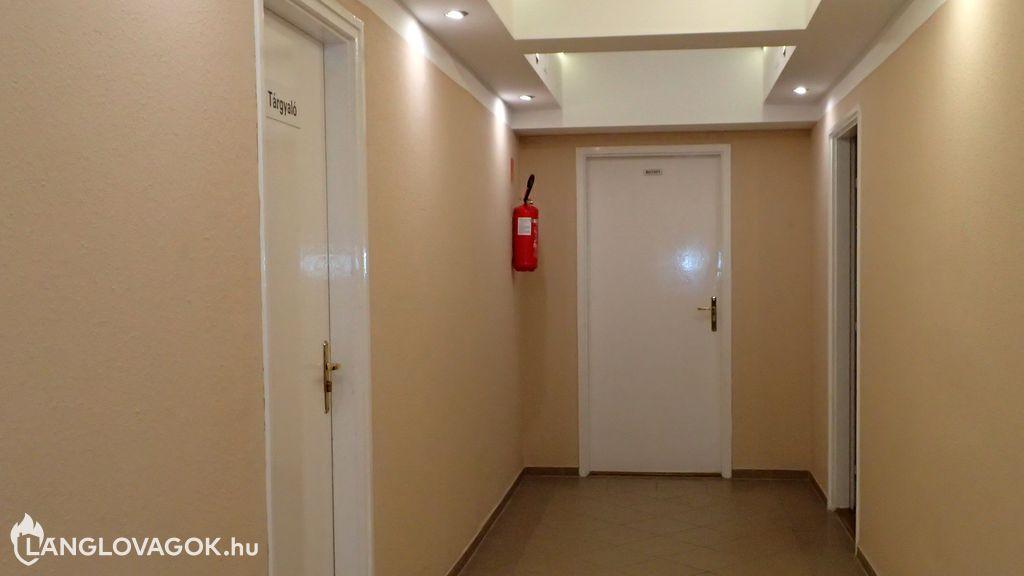 Nem látható tűzvédelmi jel a tűzoltó készüléknél