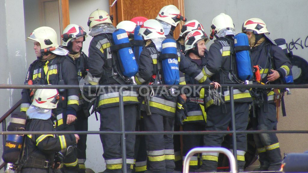 tűzoltók látása)