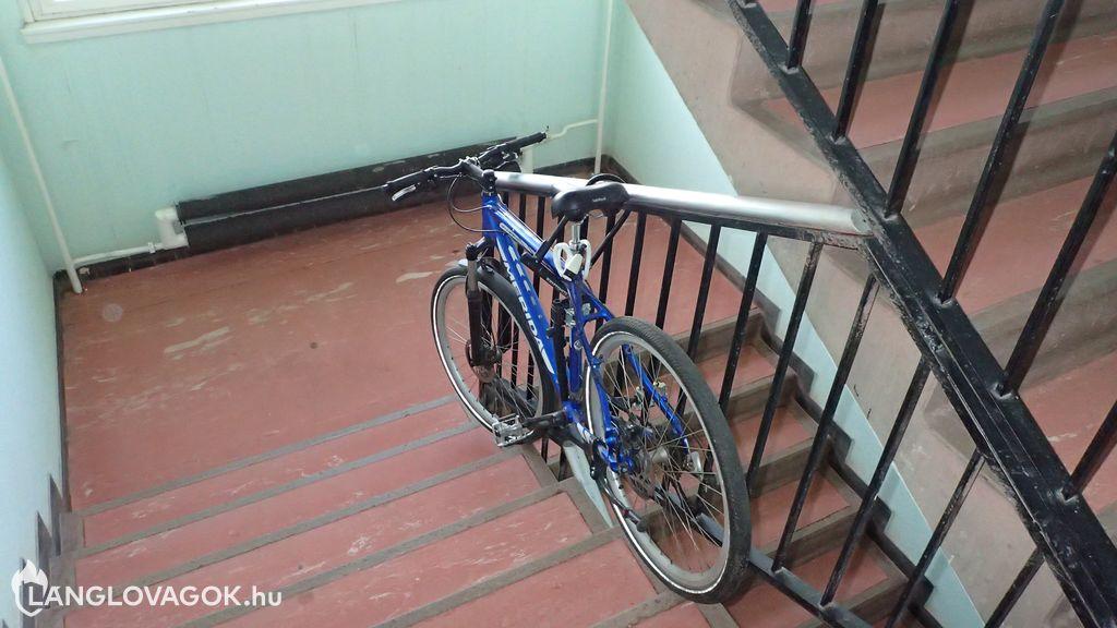 Nem kerékpártároló a lépcsőház
