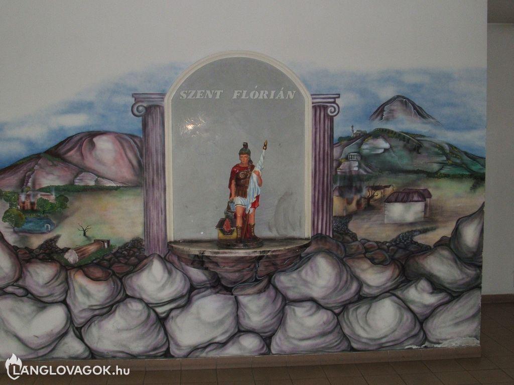 Szent Flórián-szobor a tűzoltóságon a XIII. kerületben (Fotó: Boronyai István)