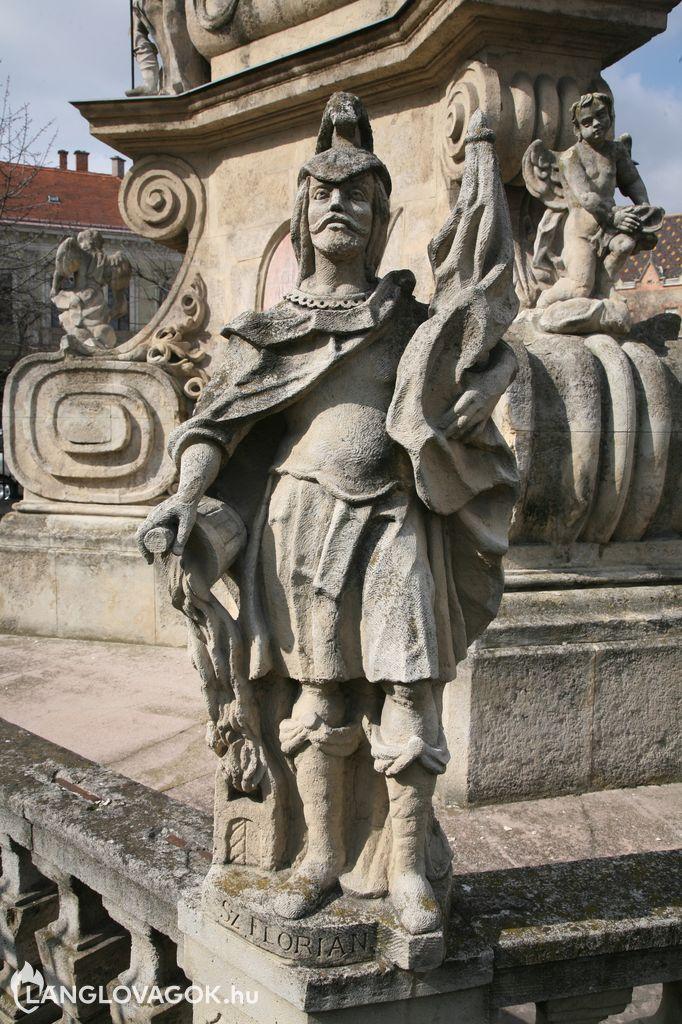 Szent Flórián-szobor Szentháromság-oszlopon Kecskeméten (Fotó: Kis-Guczi Péter)