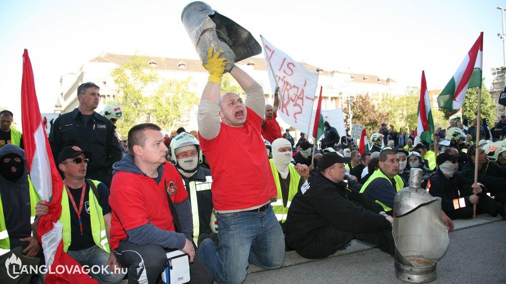 Egyesülési jog és sztrájkjog korlátozása a hivatásos tűzoltóknál