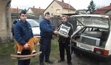 Ilyen egy hivatalos rendőrségi fotó (Forrás: www.police.hu)
