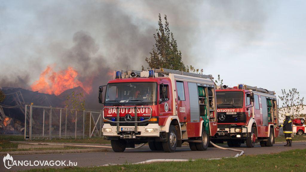 Csarnok jellegű építmények tüzeinek oltása