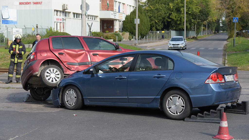 Beavatkozás speciális szabályai a gáz-, hibrid és elektromos üzemű járművek baleseteinél