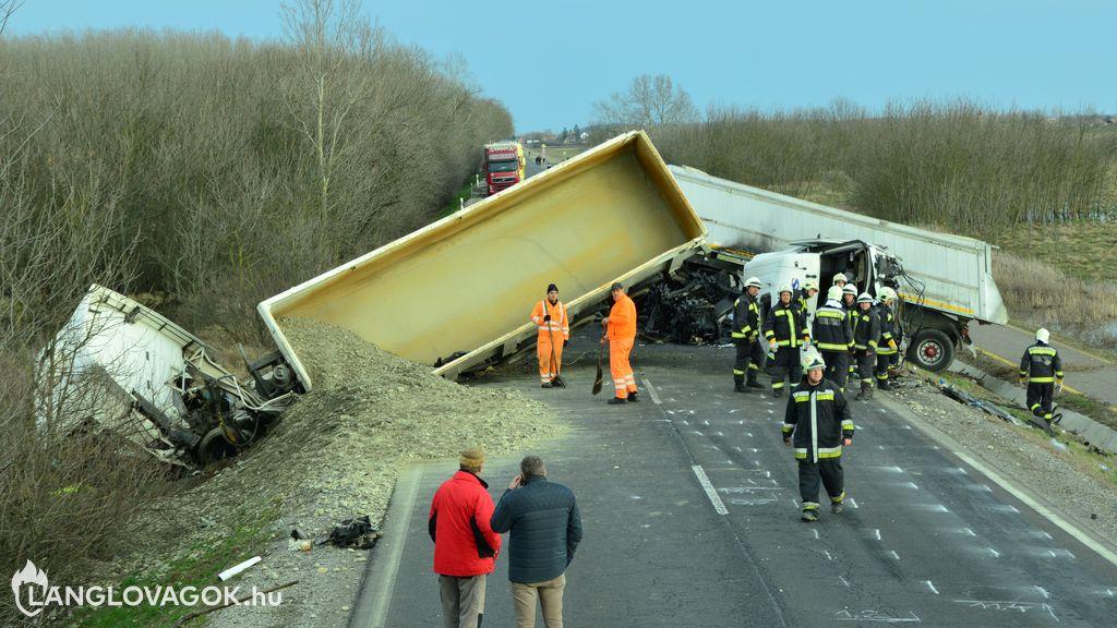 Beavatkozás közúti járművek baleseténél