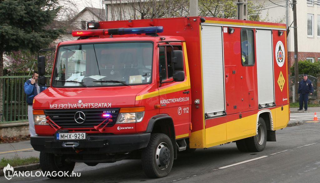 Mercedes-Benz mobil labor gépjármű [MHX-929]