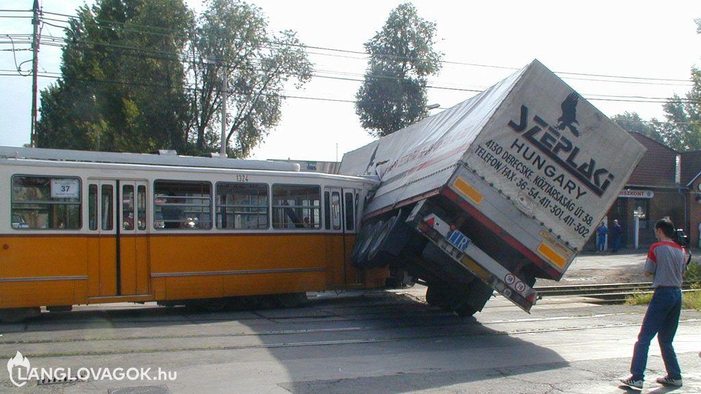 Beavatkozás kötöttpályás járművek baleseteinél