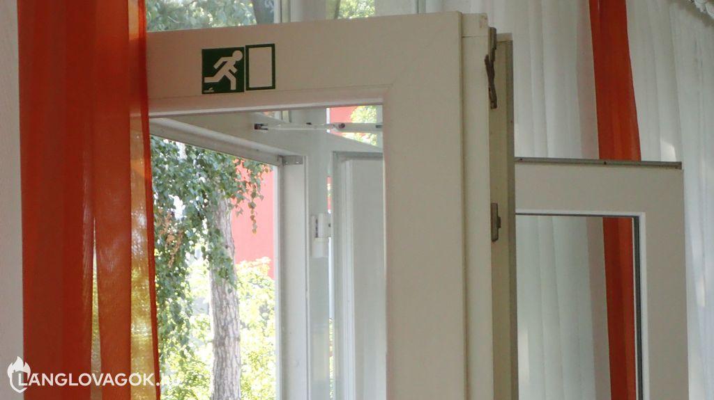 Menekülési jel az ajtón
