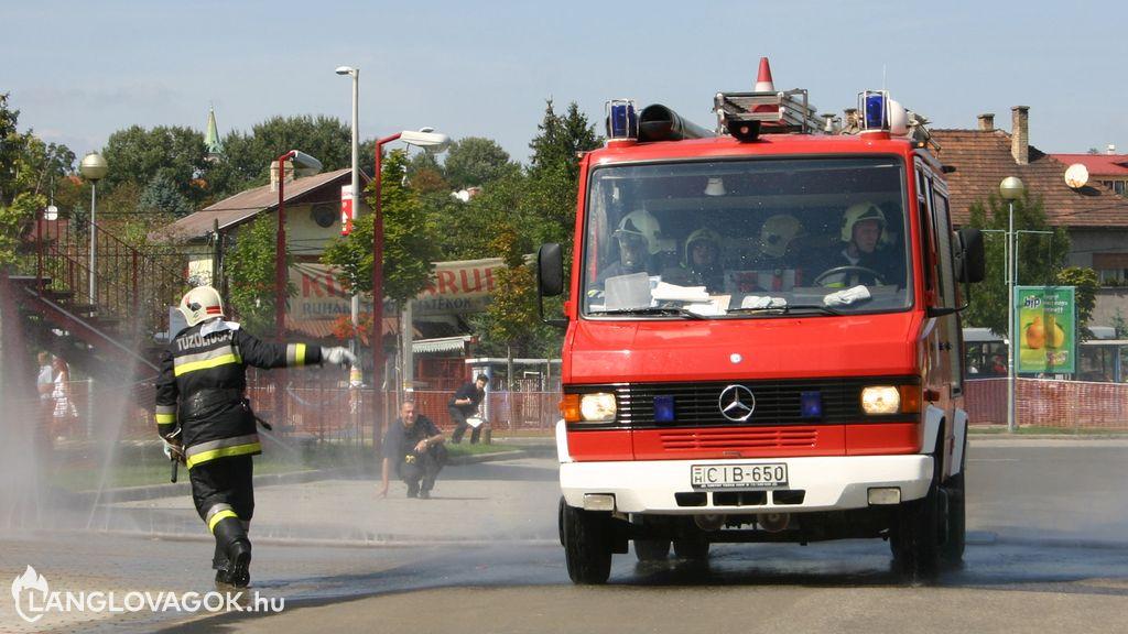 Mercedes-Benz gépjárműfecskendő [CIB-650]