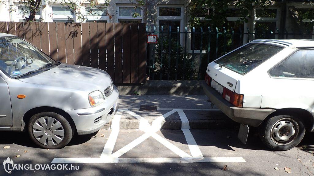 Intézkedtek a tűzcsapnál a parkolási tilalomról