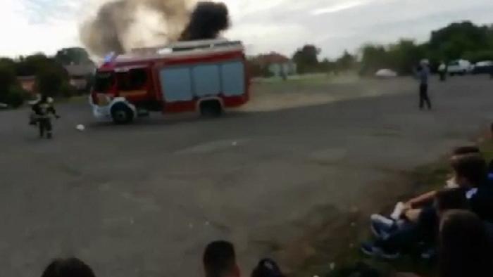Bemutatón borult fel egy tűzoltóautó Vácott