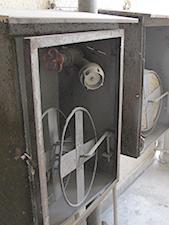 Elhanyagolt száraz felszálló tüzivízvezeték egy újbudai lakóépületben (Fotó: Kis-Guczi Péter)
