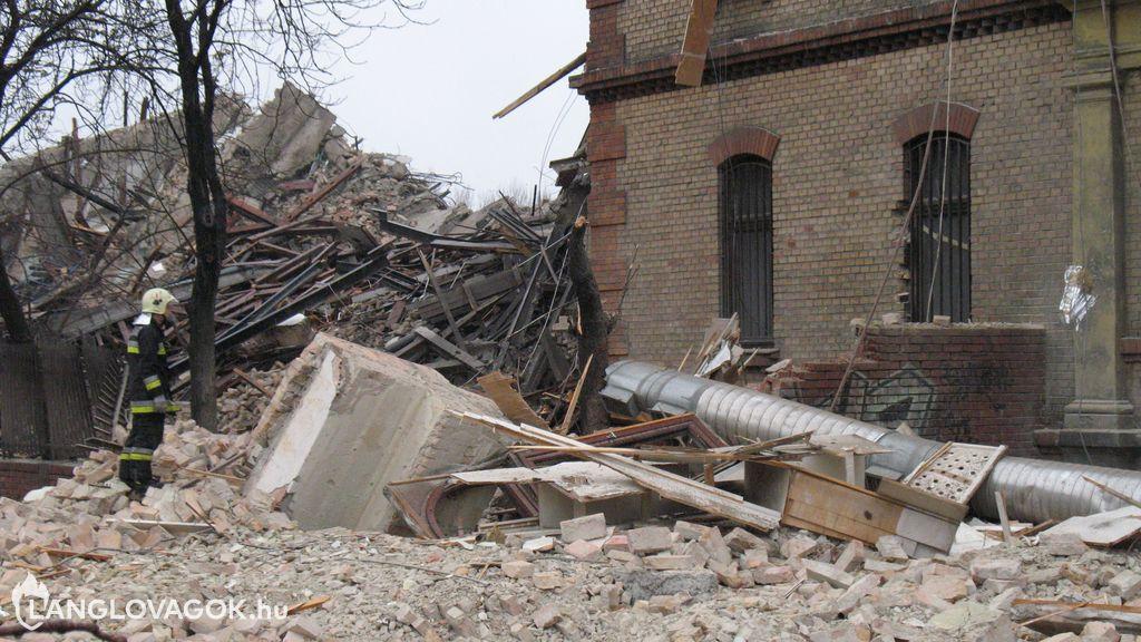 Beavatkozás építményekben bekövetkezett károk elhárításánál