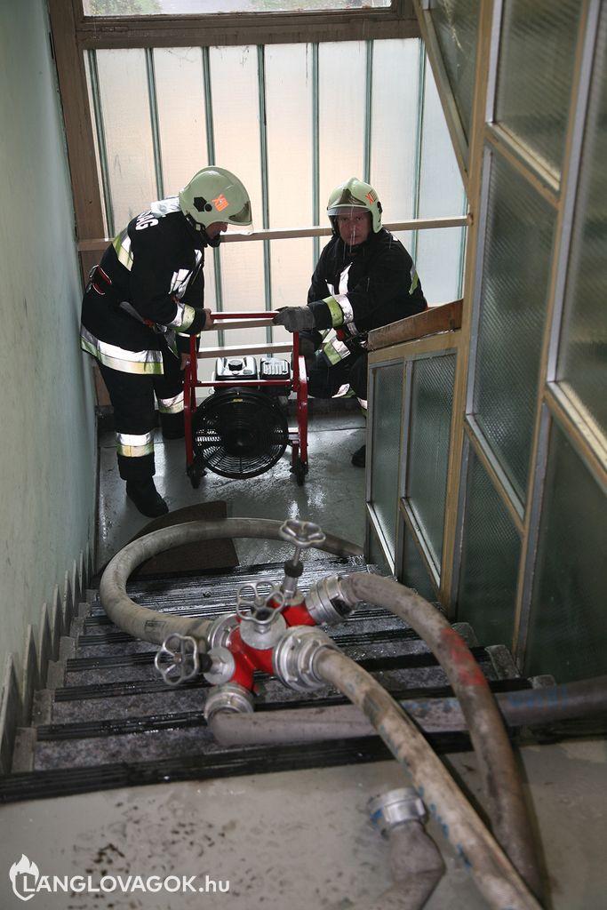 Panelház lakása gyulladt ki Budapesten (Fotó: Kis-Guczi Péter)