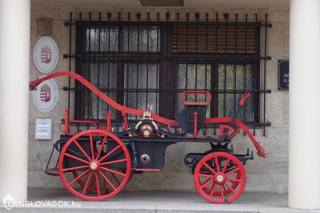 Kocsifecskendõ a XI. Kerületi Hivatásos Tûzoltóparancsnokságon Budapesten (Fotó: Kis-Guczi Péter)