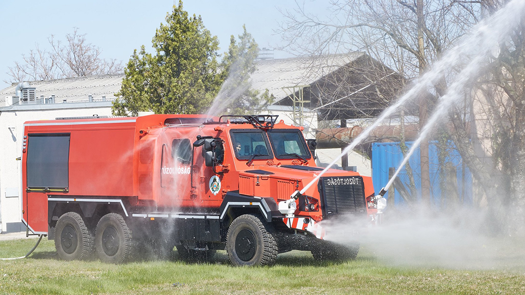 Komondor RDO 4336 MPV cserefelépítményes tűzoltóautó
