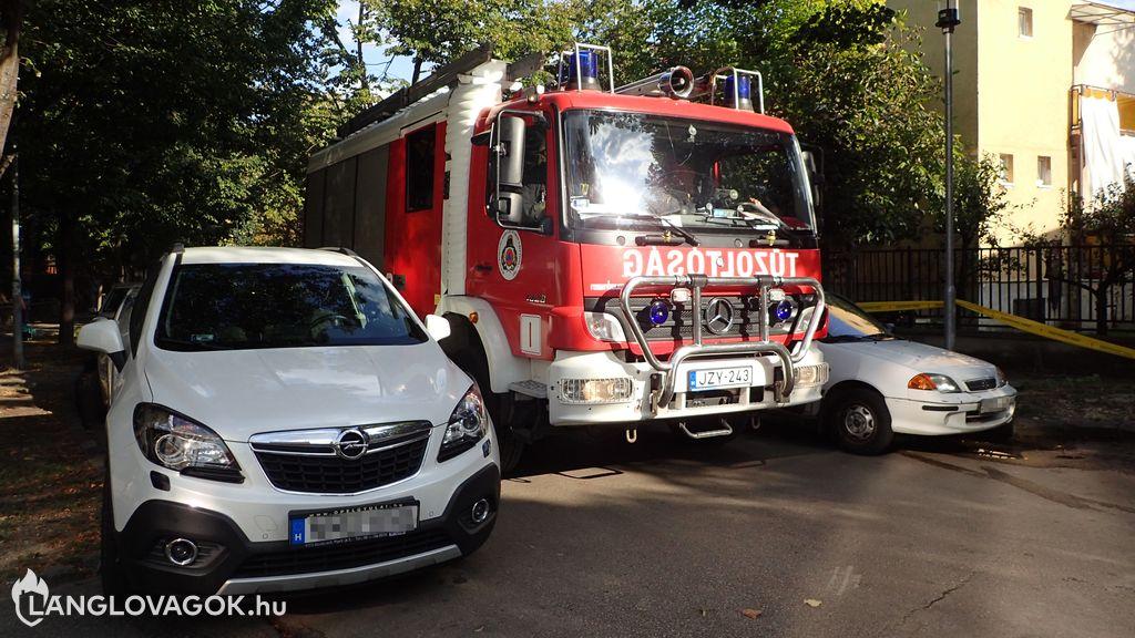 Szabálytalan parkolás nehezítette a tűzoltók vonulását