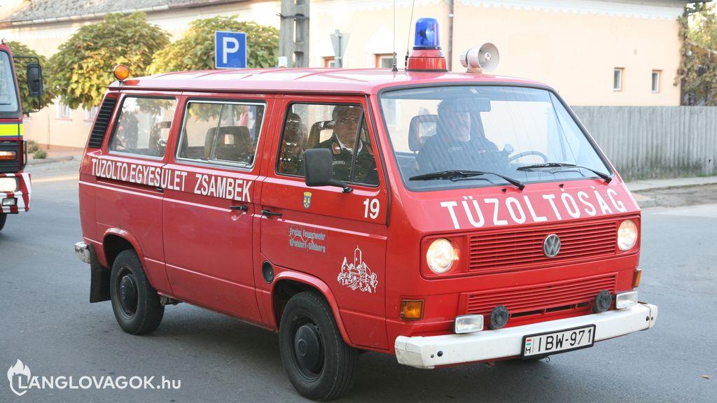 Volkswagen csapatszállító gépjármű  IBW-971]